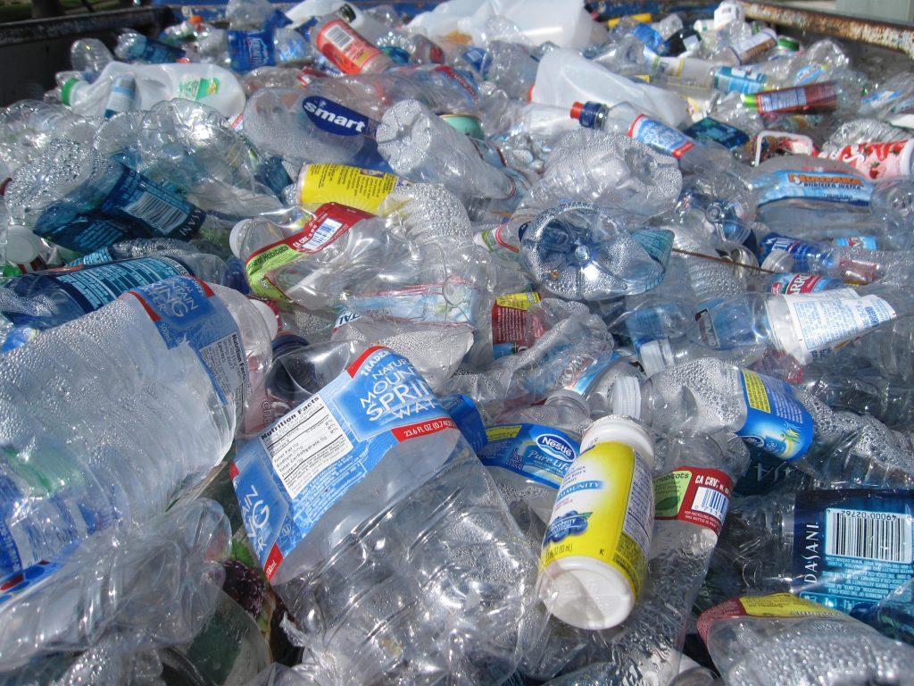 Contaminación por botellas plásticas